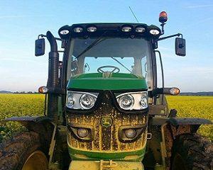 Nowe #ciągniki rolnicze – kwiecień na prostej. #johndeere #kubota #newholland #zetor