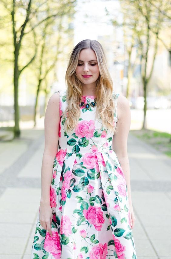 10 Wedding Guest Style DOs and DON'Ts    Not sure what to wear to an upcoming wedding? Click here to find stylish wedding guest outfit inspiration and to learn a few wedding guest style do's and don't's! (PSST - don't forget to repin this so you can refer to it later on!)