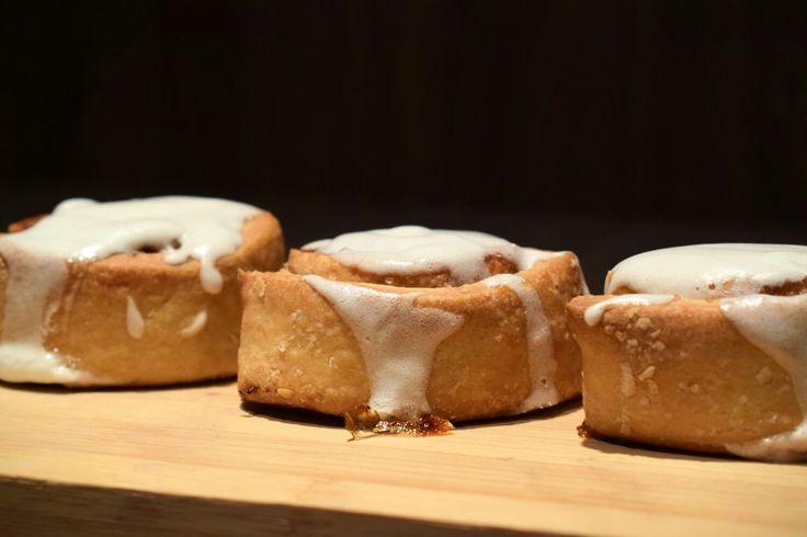 Cinnamon rolls. Queríamos algo dulce y nos atrevimos a preparar estos ricos rollitos de canela. ☺