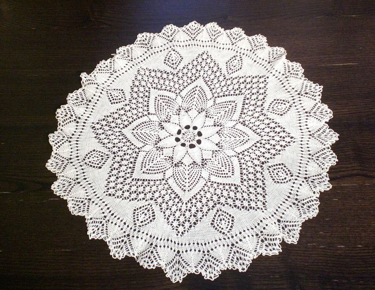 "**SOLD OUT** ROUND WHITE VINTAGE COTTON LACE TABLECLOTH CENTER FLORAL 21"" IN DIAMETER 53 cm."