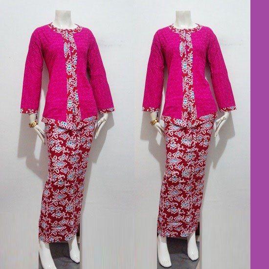 Model baju batik wanita dalam desain blus panjang modern bisa untuk yang berhijab http://pulaubatik.com