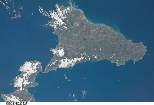 A really stunning picture of Sicily... through the eyes of an astronaut!!  Discover Sicily on Italia.it: http://www.italia.it/en/discover-italy/sicily.html    Photo by: Image Science and Analysis Laboratory, NASA-Johnson Space Center. The Gateway to Astronaut Photography of Earth.