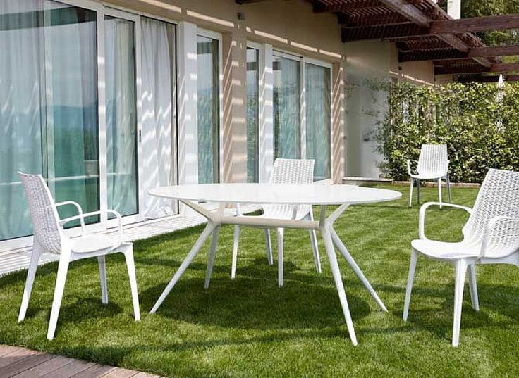 Trendy round indoor/outdoor dining table Milano by Scab