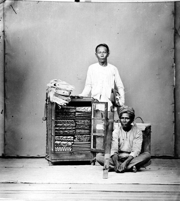 Chinese verkopers (klontong) te Semarang, Java. 1913