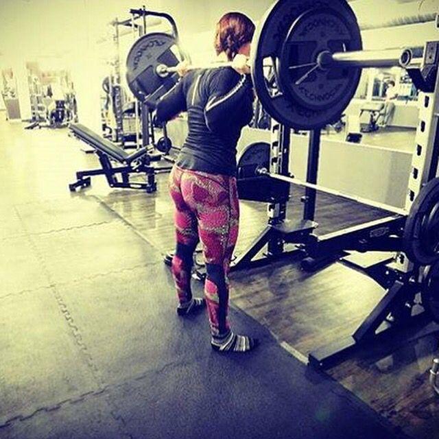 """Do women need to squat?   Schau mal hier: Neues von @squatilia: Ich  Kniebeugen!  Im Juni 7×3 mit 80 kg gebeugt, mittlerweile 5×10 mit 80 kg!  Trotzdem muss ich mehr an Mobility und ab der Technik arbeiten! """"Train. Eat. Fly."""" - läuft! @smilexfitness @sportnahrung_engel  #instafit #motivation #fit #squatspo #butt #fitness #gymlife #diet #grindout #flex #instafitness #gym #trainhard #eatclean #legday #focus #dedication #strength #missionvegas#ass #fitnessgear #muscle #Kniebeugen #squat #bigb"""
