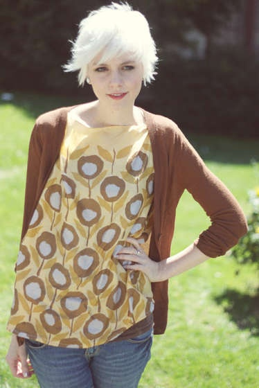 scarf top. Via TalktotheTrees on instructables. Also I am in love with this woman.