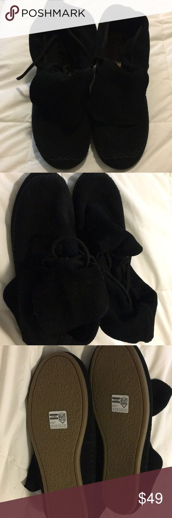 Boots new without box TOMS women's Suede bootie This cozy casual boots with suede upper, moccasin stitching and lace up front. They're adorable suede booties features a fold-over too for a laid-back look Toms Shoes Ankle Boots & Booties