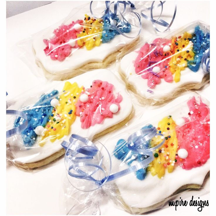 'The world doesn't make sense, so why should I paint pictures that do? #pablopicasso #quotes #canvas #canvascookies #cookiefavors #edible #ediblefavors #favors #weddings #events #corporate #social #bridalshower #babyshower #kidsparty #party #birthdays #birthdayparty #kids #fun #cookieblog #torontoblog #toronto #blog #etsy #etsyseller #etsysellersofinstagram #confectionist #jcbanquetandcatering #mpiredesigns