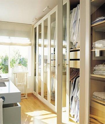 Oltre 25 fantastiche idee su parete della finestra su - Cabina armadio con finestra ...