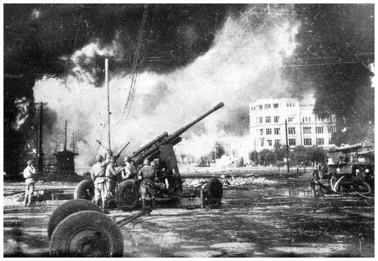 Battle of Stalingrad | Russian gun booms on the streets of Stalingrad.