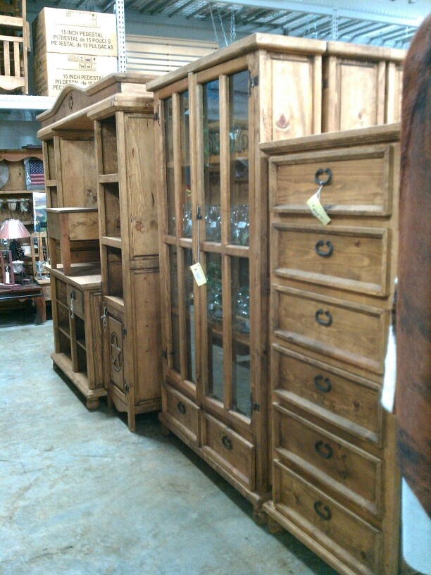 CHEST OF DRAWERS/ENTERTAINMENT CENTER/CHINA CABINET