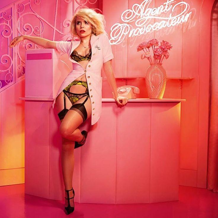 Новая рекламная кампания Agent Provocateur! Лицом кампании стала британская певица Палома Фейт, которая выступила в роли девушки – продавца в бутике, коей она и была в прошлом. Автор снимков - Элис Хоукинс, которая также работала в лондонском бутике. Новая коллекция уже в Agent Provocateur на 2 этаже Галерей.