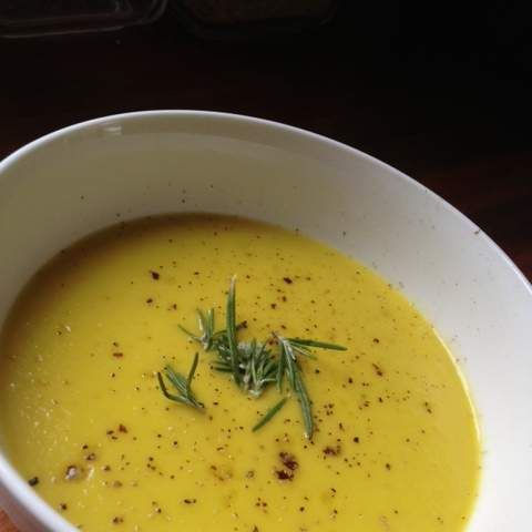 Recipe Leek and Potato Soup with Carrot, Turmeric and Rosemary by GoodnessGracious - Recipe of category Soups