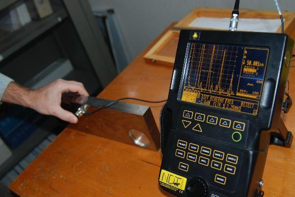 """Dipartimento tecnologie di sicurezza Laboratorio controlli non distruttivi. Apparecchiatura per il controllo con il metodo ad """"ultrasuoni"""""""