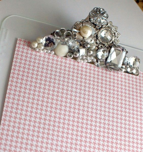 embellished clipboard. glue and sparkly little trinkets. love this!