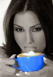 Image result for sensuales mujeres tomando cafe