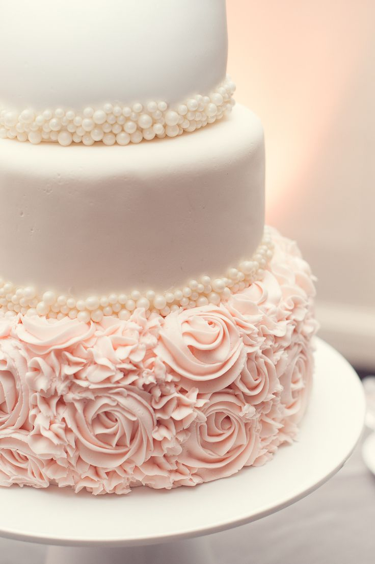 Pearls and roses are such a romantic touch to a #weddingcake.