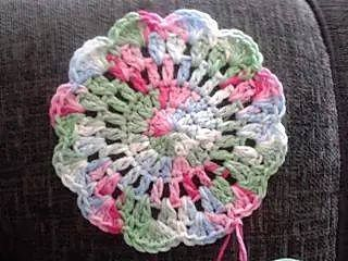 Quick and easy crochet pattern for a pretty coaster. Great gifts for teachers!