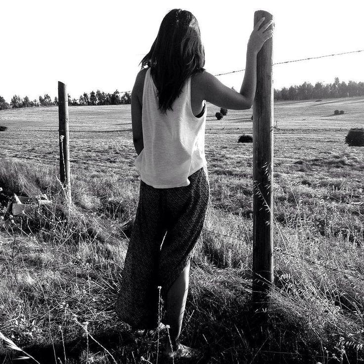 Estamos de viaje por eso no he actualizado el sitio y tampoco instagram porque he querido observar más y también escuchar más para contarle sobre los lugares donde estoy. Así que atentos que se vienen más novedades en pabloembry.com . / #trip #journeyoflife #photographer #instagramchile #blackandwhite #girl #love #nostalgic #landscape_lovers #picoftheday