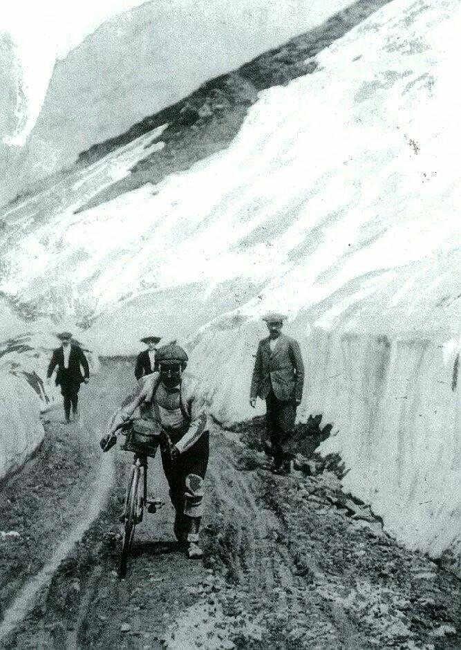 Tour de France 1911. 5^Tappa, 10 luglio. Chamonix > Grenoble. Col du Galibier. Émile Georget (1881-1960) primo a transitare in vetta