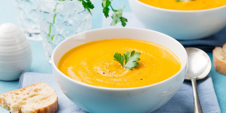 Préparation : 1. Épluchez, lavez et coupez les carottes en morceaux. Faites-les cuire dans un grand volume d'eau bouillante pendant 45 minutes. 2. Une fois les carottes cuites, mixez-les en …