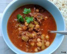 Harira is een klassieke Marokkaanse soep. Wij hebben hem gegeten als maaltijdsoep met brood. Makkelijk te maken en heerlijk kruidig van sma...