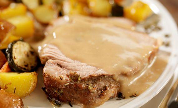 Che sia Natale o Capodanno, l'arrosto di maiale al latte è un grande classico che non tradisce mai. Una ricetta di carne semplice, veloce e gustosissima che rende completo ogni pranzo della domenica in famiglia e con gli amici. Di per sé il piatto è molto facile da preparare, occorre solo un po' di tempo per la  … Continued