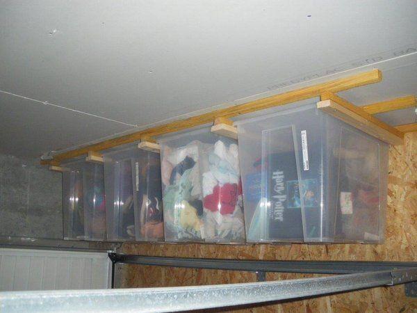 Garage : caisses samla ikea 65l sur rails au plafond