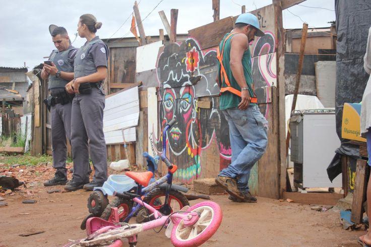 """Foram 700 famílias despejadas não só em meio a chuva forte que caia do céu paulistano, como também, por jatos de água vigorosos que saíram dos caveirões da Tropa de Choque. Aquela """"água"""" trazia um recado claro: cortar, ferir e dizimar os sonhos de 700 famílias. O remetente do recado tem nome: Geraldo Alckmin."""
