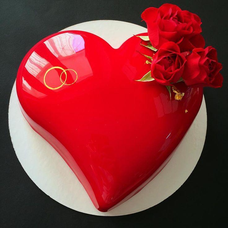"""""""Каким может быть торт на годовщину свадьбы?!  Конечно же Алое сердце - самый выигрышный вариант!!! ❤️❤️❤️ Красный - цвет любви и страсти, поэтому всегда…"""""""