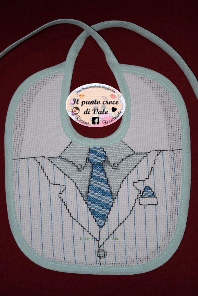 Il secondo bavaglino realizzato per il piccolo Kevin! Visita la mia pagina Facebook IL PUNTO CROCE DI VALE