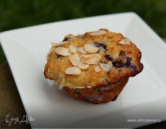 Пряные маффины с голубикой и миндалем . Ингредиенты: пшеничная мука, голубика, сахар коричневый