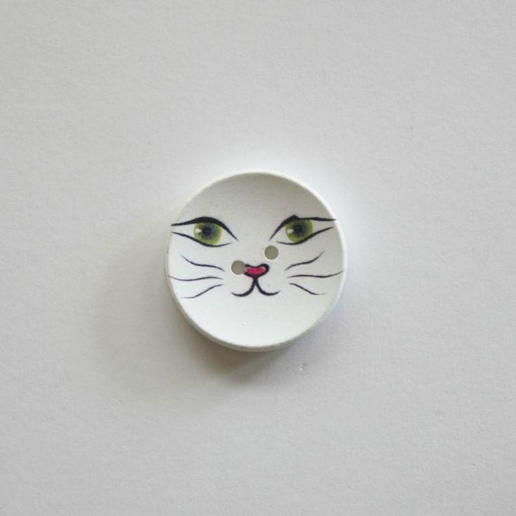 Katte knap, 3 kr/stk, se Uglen i mosens store udvalg af børneknapper, http://uglenimosen.dk/produkter/53-boerne-knapper/Katte knap