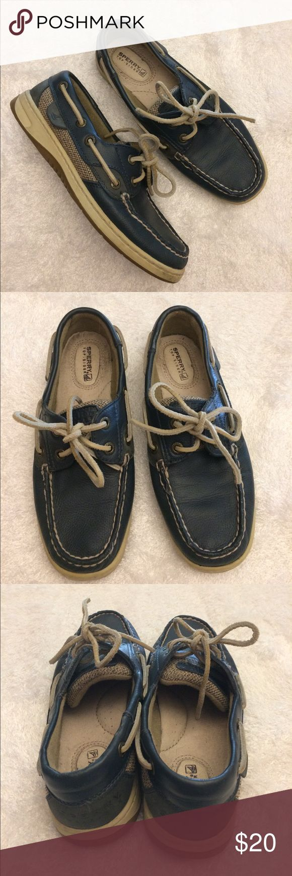 Navy Sperry boat shoes size 5 Excellent condition navy Sperry boat shoes! Lots of life left in these comfortable, versatile shoes. Size 5 Sperry Shoes Flats & Loafers