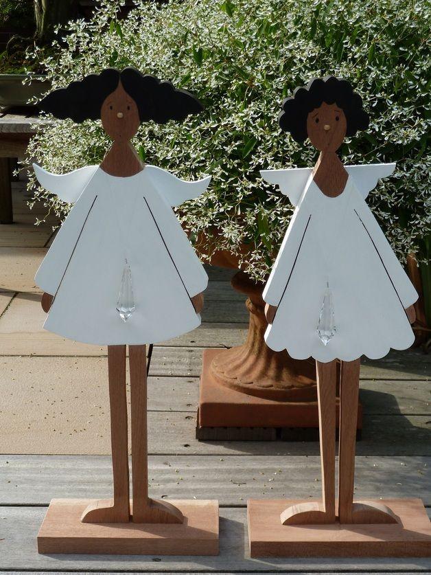 Hier sehen Sie zwei schöne große Engel in verschiedener Ausführung! Sie haben die ideale Höhe, um sie auf den Boden zu stellen. Welcher darf es sein? links *Bella* (mit Sturmfrisur) rechts...