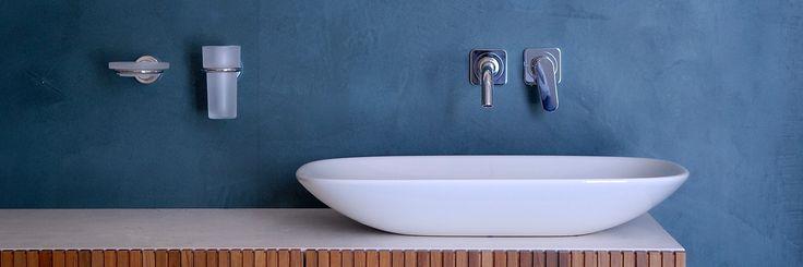 Betonlook in de badkamer, sterk en krasvast, waterdicht, ook voor in de natte ruimte / douche, wastafel of op de vloer. Naadloos dus makkelijk schoon te maken. www.naturelook.nl