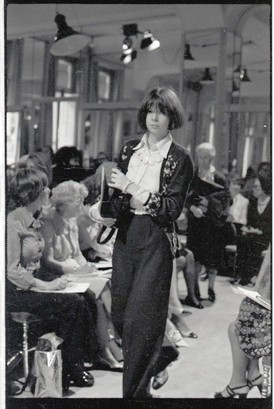 Young Anna Wintour (already working that bob!)