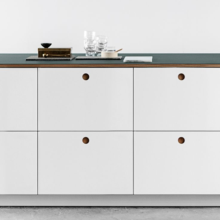 Reform / Kitchen / Basis 01 / Home / Interior / Design / With its stylish round handle the Basis 01 from Reform is a good example of timeless and classical kitchen design.