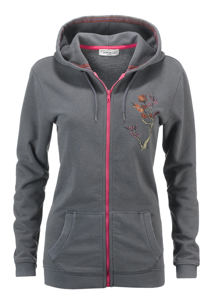 Felpa donna AWorld con zip in contrasto e ricamo lato cuore.  Shop online: http://www.athletesworld.it/felpa-aworld-tinto-capo-aworld-9190476