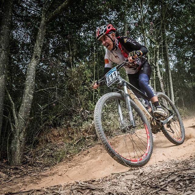 MTB en Paipa,  Boyacá Colombia. #mtbcommunity #mountainbikephoto #mtbphoto #photo #lifestyle #bicyclelifestyle #wayoflife #mtbcolombia #bicicleta #mountainworld #mountainside #mountainbikers #ride #ridehard #bici #mtb #rockshox #fuji #fujifilmcolombia #fujifilm #xpro2 #XF55 #photography #photographer #deporte #photojournalist #alcaldiadepaipa