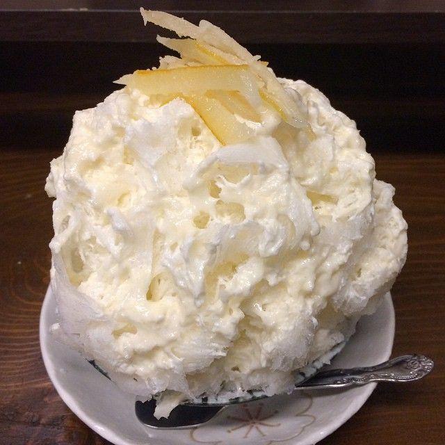 ひと月ぶりのみなと屋でリスボンミルク。リスボンという品種のレモンを知ったのも食べたのも初めて。苦味がとっても好み。今日は蒸し蒸ししてるので、いいチョイスだった。