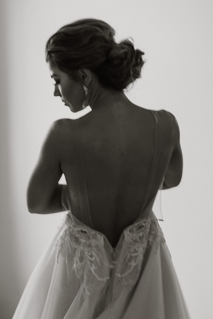 Ines di Santo wedding gown, bride getting ready; PHOTOGRAPHY by Joel + Justyna Bedford, destination wedding photographers