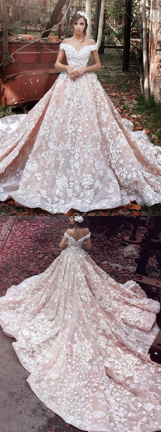 Luxurious Off Shoulder Watteau Train Short Sleeves Organza Wedding Dress with Lace