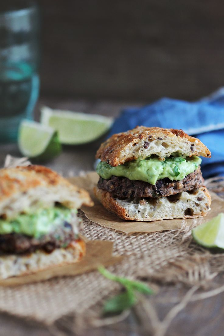 Black bean veggie burger with creamy avocado sauce http://www.theawesomegreen.com/baked-black-bean-burgers-with-herbed-avocado-sauce/