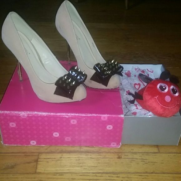 HOST PICK!!Shoe Dazzle stiletto pumps Host PickShoe Dazzle stiletto spiked pumps. Light pink color need wiping down (only worn once). Includes box and pink Shoe Dazzle bag. Shoe Dazzle Shoes Heels