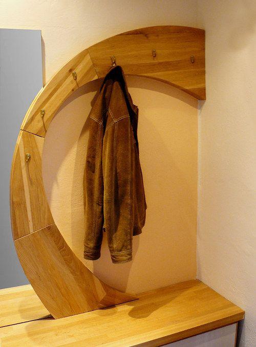 vestibule wall (ellipse) originální předsíňová stěna vyrobená z masivního dubové dřeva.