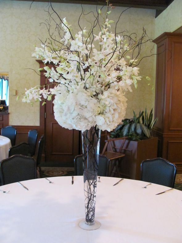 Tall Centerpieces :  wedding Centerpiece Idea - love these centerpieces!