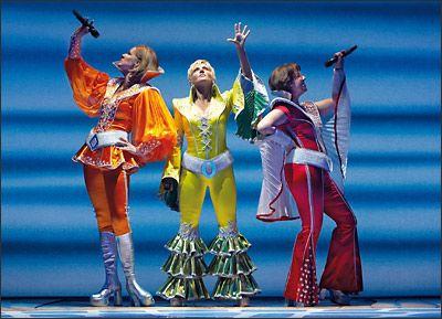 """Mamma Mia - És un musical basat en les cançons del grup suec """"ABBA"""" amb llibret escrit per la dramaturga britànica Catherine Johnson, inspirant-se en la pel·lícula de 1968 """"Buona Sera, Mrs. Campbell"""". El títol de l'espectacle està pres d'un dels majors èxits de la banda, """"Mamma Mia"""", publicat en 1975."""