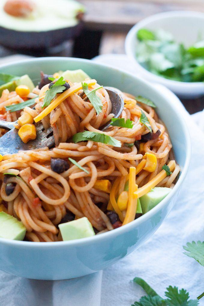 Ihr seid Pastaliebhaber mit wenig Zeit? Dann werdet ihr die One Pot Mexican Pasta lieben! Schnell, einfach und genial gut - kochkarussell.com
