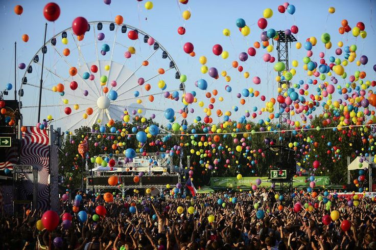 Balloon party at Sziget #festival 2013 / Find out about the 2014 edition here…
